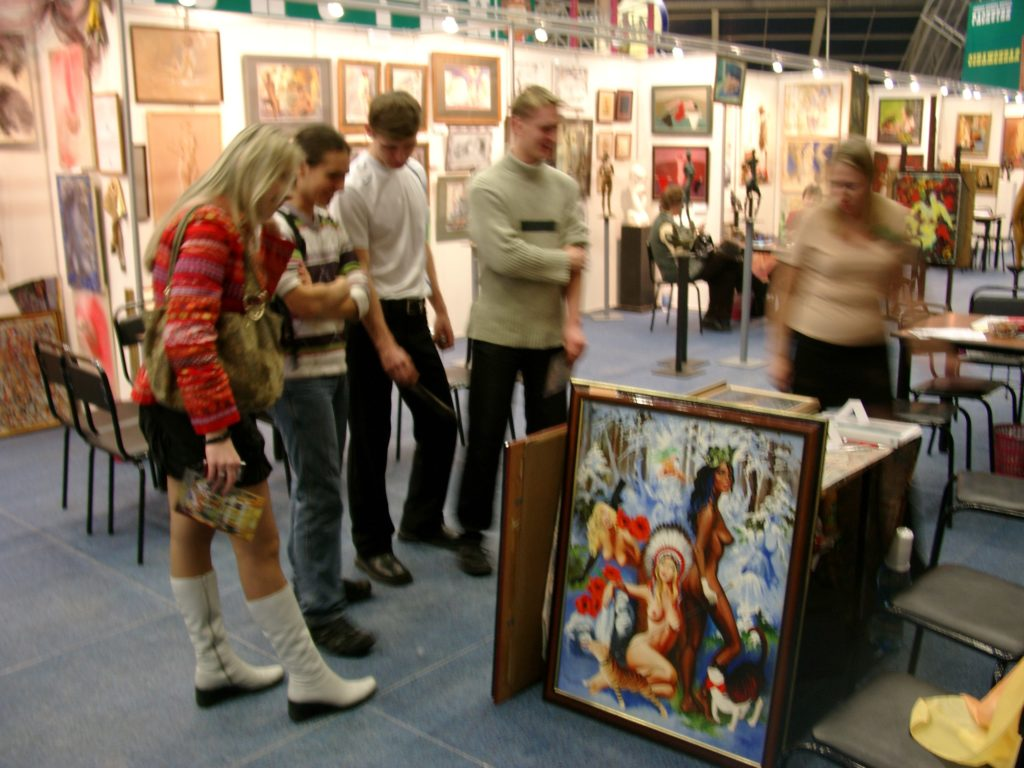 Голая выставка фото пример